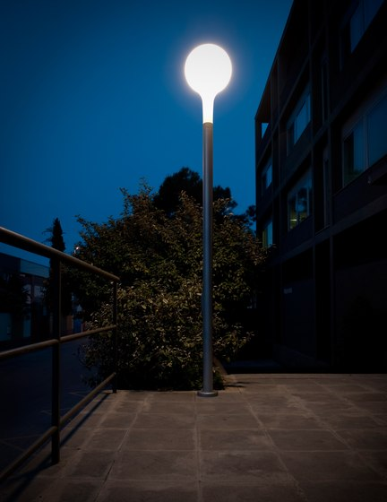 Nanit p Columna Lampada da terra di Metalarte | Illuminazione sentieri