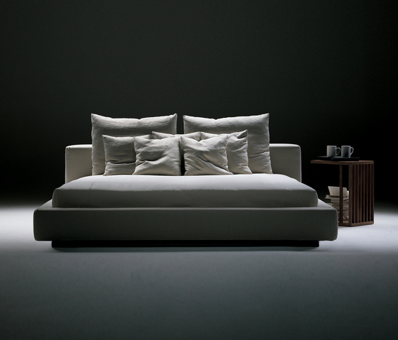 Groundpiece Bed by Flexform | Double beds