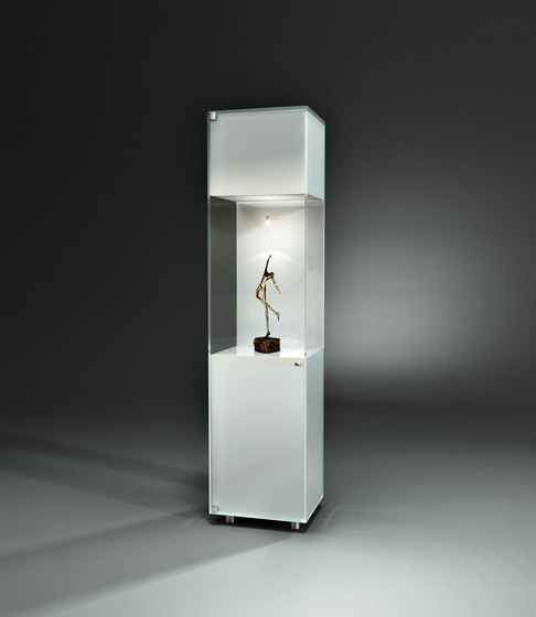 Solus Colorline IV CL2 Optiwhite pure white by Dreieck Design | Display cabinets
