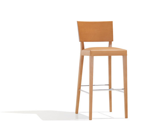 Britt BQ 1058 by Andreu World | Bar stools