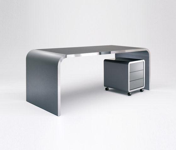 Highline M10 Desk by Müller Möbelfabrikation | Dining tables