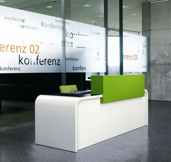 Highline M10 Reception desk di Müller Möbelfabrikation | Banconi
