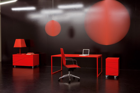 Flora Collection by Fantoni | Individual desks