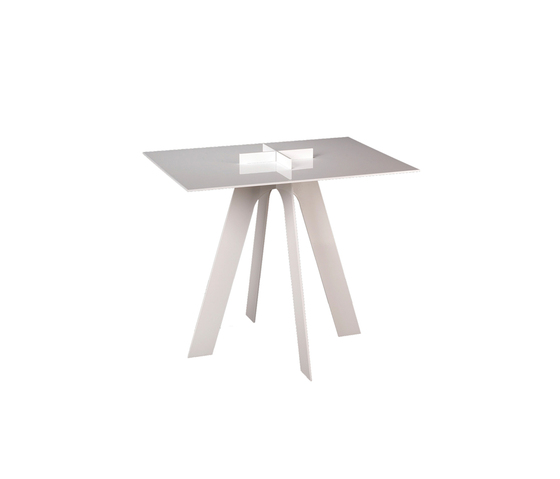 Plus Table side by GAEAforms | Side tables