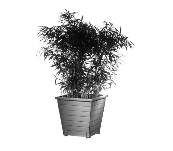 Mira Q 950 Planter by Hess | Planters