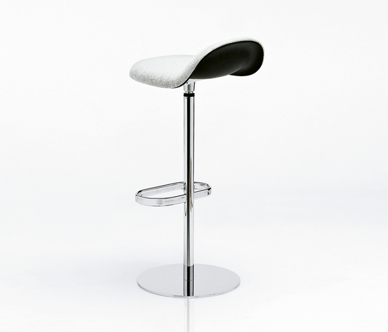 Gubi Stool – Swivel Base by GUBI | Bar stools