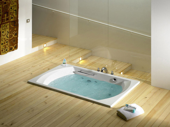 Novara acrylic bath by ROCA | Corner baths