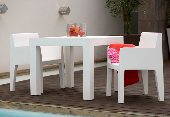 Jut table 90 by Vondom | Dining tables