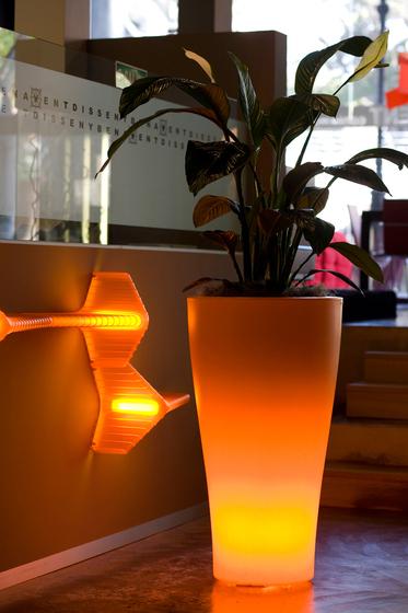 Llum Curvada by Vondom | Flowerpots / Planters