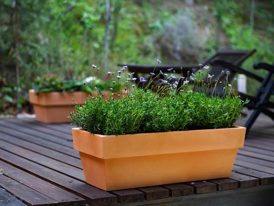 Fang Jardinera conica by Vondom | Flowerpots / Planters