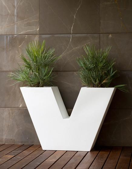 Aigua Uve by Vondom | Flowerpots / Planters