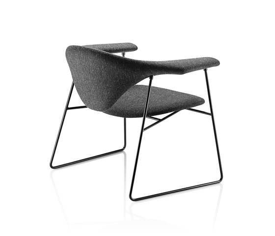 Masculo Sledge Lounge Chair de GUBI | Sillones lounge