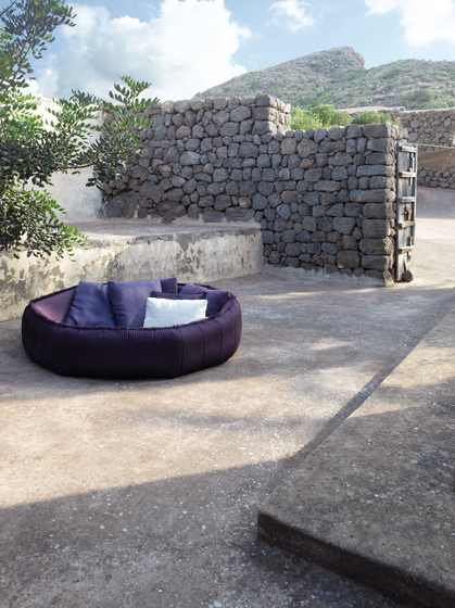 Ease by Paola Lenti | Seating islands