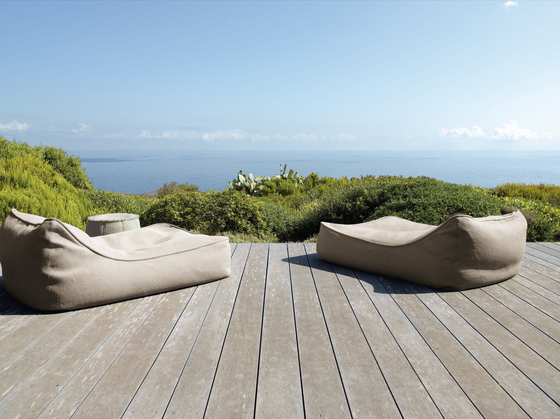 Float by Paola Lenti | Sun loungers