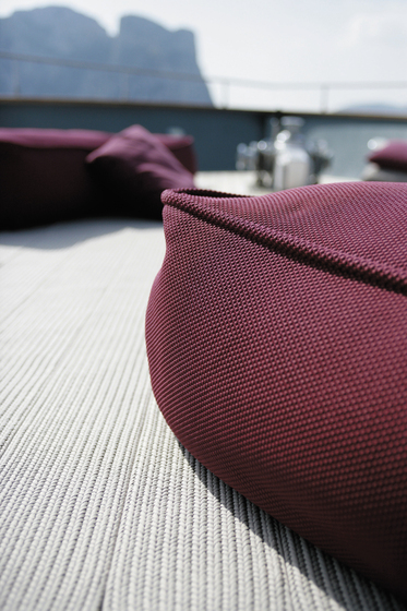 Float by Paola Lenti | Garden furnishings