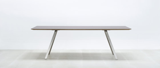 Lino T de HUSSL | Tables de restaurant