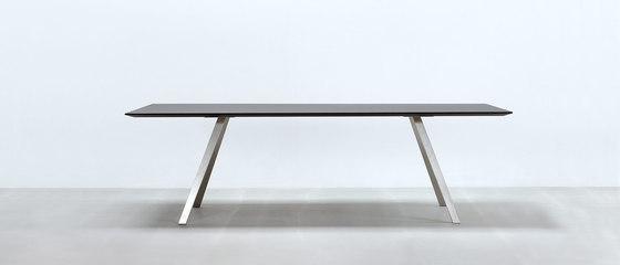 Lino T by HUSSL | Restaurant tables