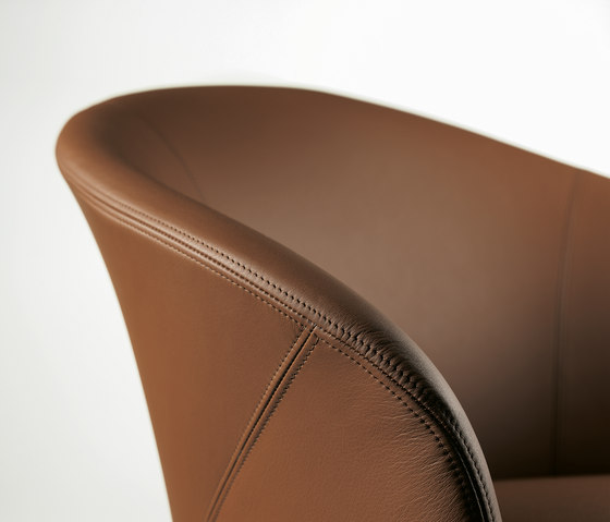Calla | 2082-I by Draenert | Chairs