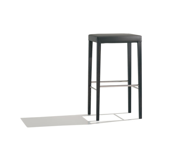 Valeria BQ 7518 by Andreu World | Bar stools