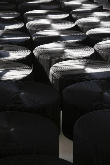 softseating | black paper lounger de molo | Poufs