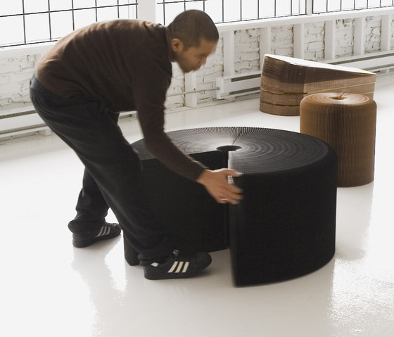 softseating | black paper lounger de molo | Otomanas