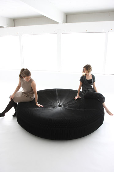 softseating | black paper softseating lounger de molo | Asientos isla