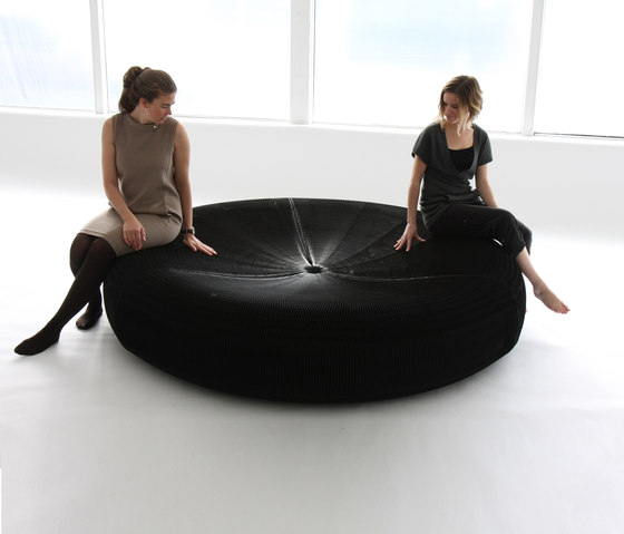 softseating | black paper softseating lounger by molo | Seating islands