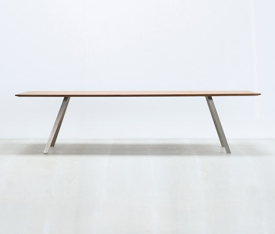 Solid T by HUSSL | Executive desks