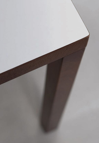 TC4 by HUSSL | Restaurant tables