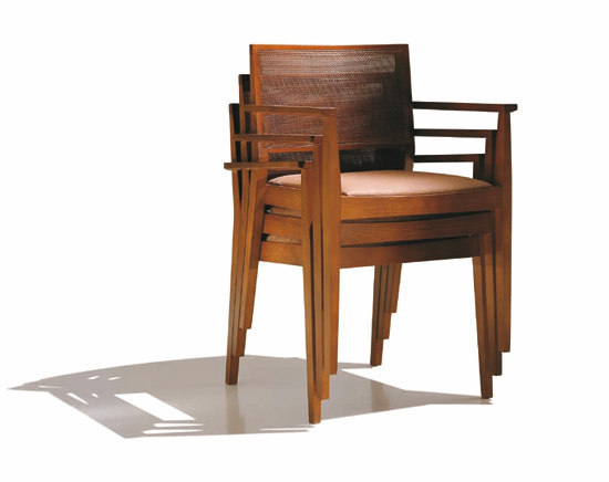 Manila SO 2021 by Andreu World | Restaurant chairs