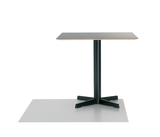 Cross BM 3392/3393 de Andreu World | Tables de cafétéria