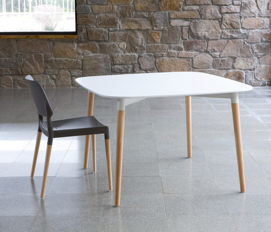 Belloch table by Santa & Cole | Conference tables