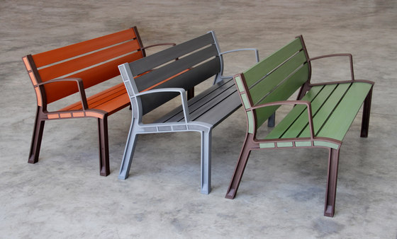 NeoRomántico Color by Santa & Cole | Exterior benches
