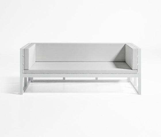 Saler Sofa by GANDIABLASCO | Garden sofas