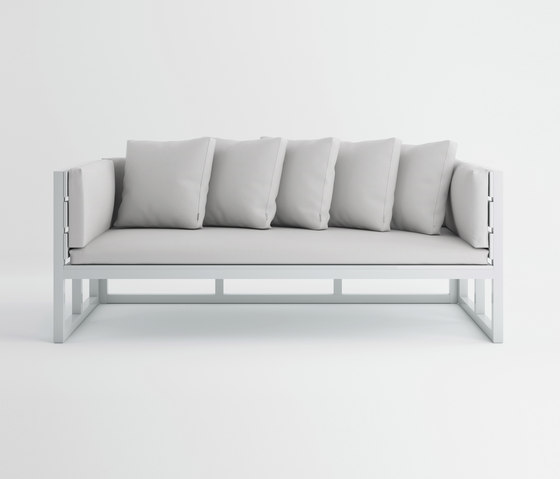 Saler Sofa by GANDIABLASCO   Garden sofas