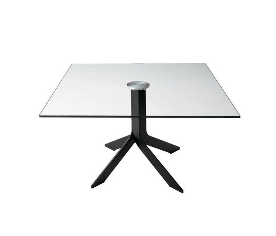Iblea table square by Desalto | Dining tables