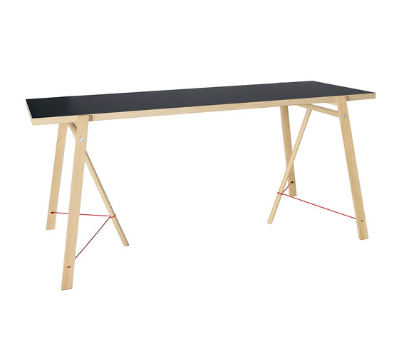 5° Trestles + Tabletop by Moormann | Individual desks