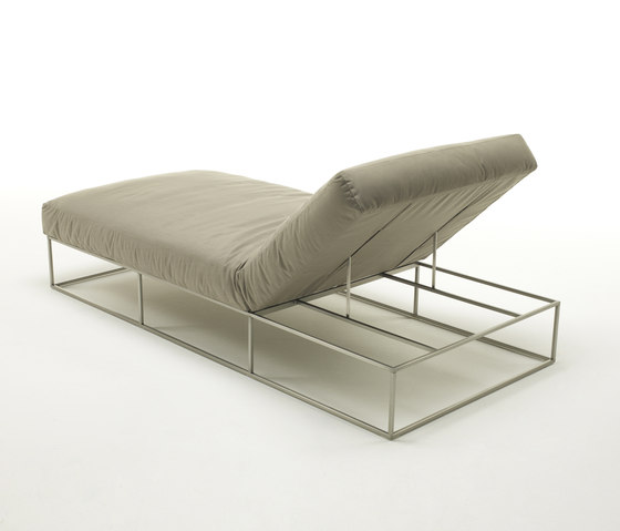 Ile Club Daybed by Living Divani | Chaise longues