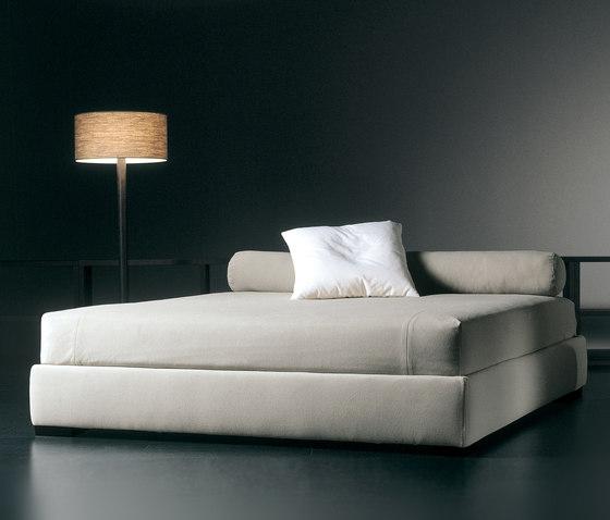 derek letto letti matrimoniali meridiani architonic. Black Bedroom Furniture Sets. Home Design Ideas