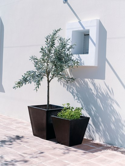 Skye Pot by Cane-line | Flowerpots / Planters