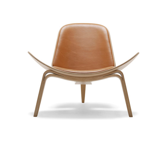CH07 Shell Chair by Carl Hansen & Søn | Lounge chairs