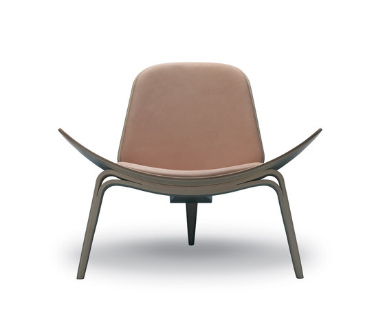 CH07 Shell Chair by Carl Hansen & Søn | Armchairs