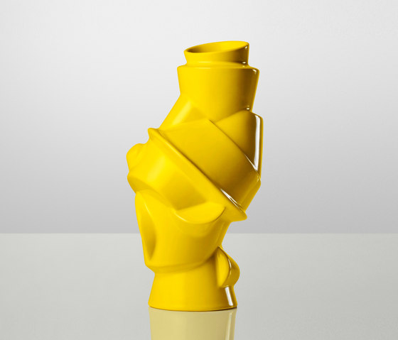 Closely Separated Vase by Muuto | Vases