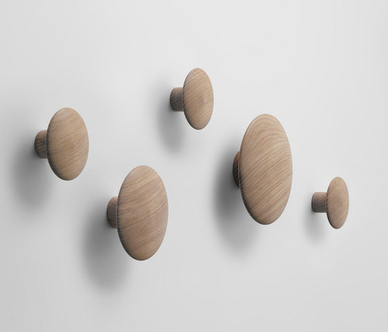 The Dots Coat Hooks | wood de Muuto | Percheros de pared