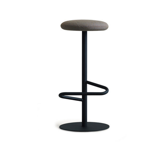 Odette Bar Stool 80 von Massproductions | Barhocker