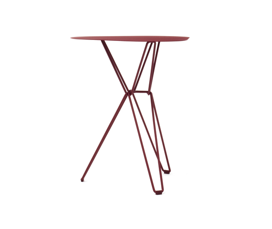 Tio Triangular Café Table Metal de Massproductions | Mesas para cafeterías