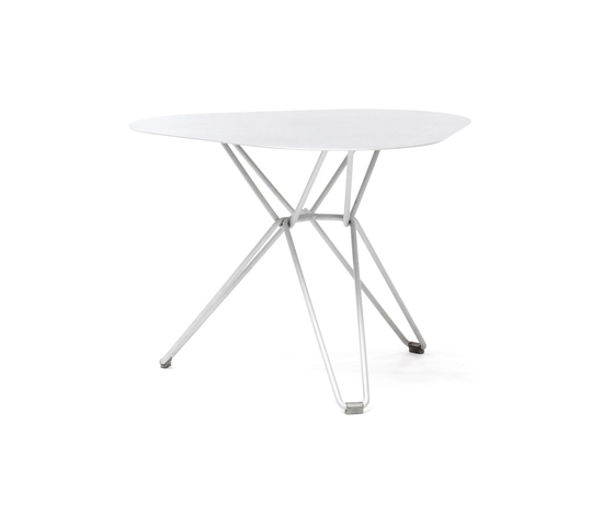 Tio Triangular Low Table  Metal by Massproductions | Side tables