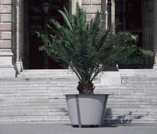 il conico by miramondo | Urban planters