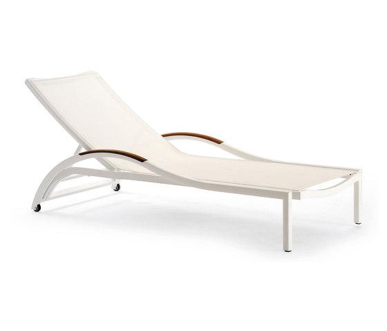 Première | Sunbathing Chair de EGO Paris | Tumbonas