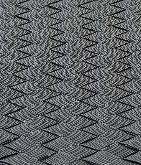 MNML 101 silver & black von kymo | Formatteppiche / Designerteppiche